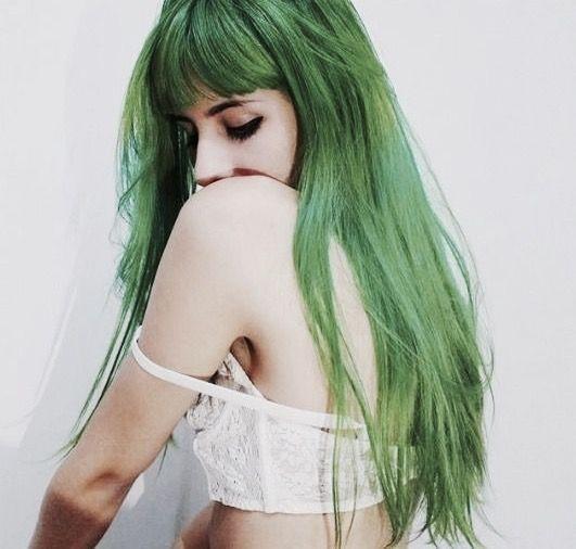 Nhuộm tóc màu xanh rêu 2021 - Màu tóc đẹp giúp nàng nổi bật giữa đám đông