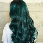 Nhuộm tóc màu xanh rêu 2021 – Màu tóc đẹp giúp nàng nổi bật giữa đám đông