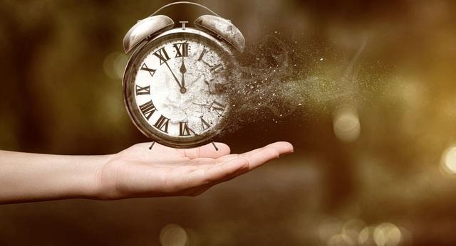 Tổng hợp những câu nói hay về thời gian trong tình yêu và cuộc sống khiến bạn phải suy ngẫm