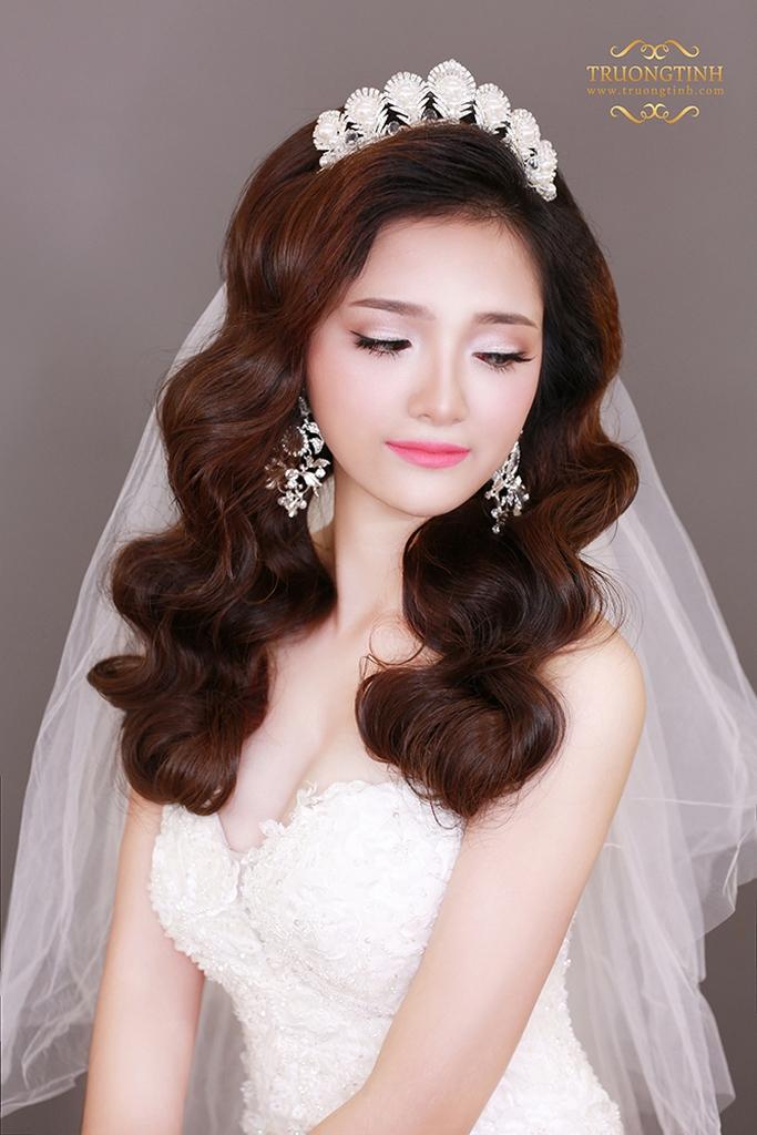 BST 10 kiểu tóc cô dâu đẹp được yêu thích nhất trong mùa cưới hè 2021