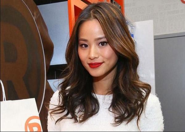 Màu tóc nhuộm nâu Socola đẹp 2021 Hàn Quốc giúp nàng nâng tông da sáng mịn hơn 1