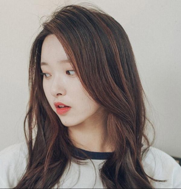 Màu tóc nhuộm nâu Socola đẹp 2021 Hàn Quốc giúp nàng nâng tông da sáng mịn hơn 2