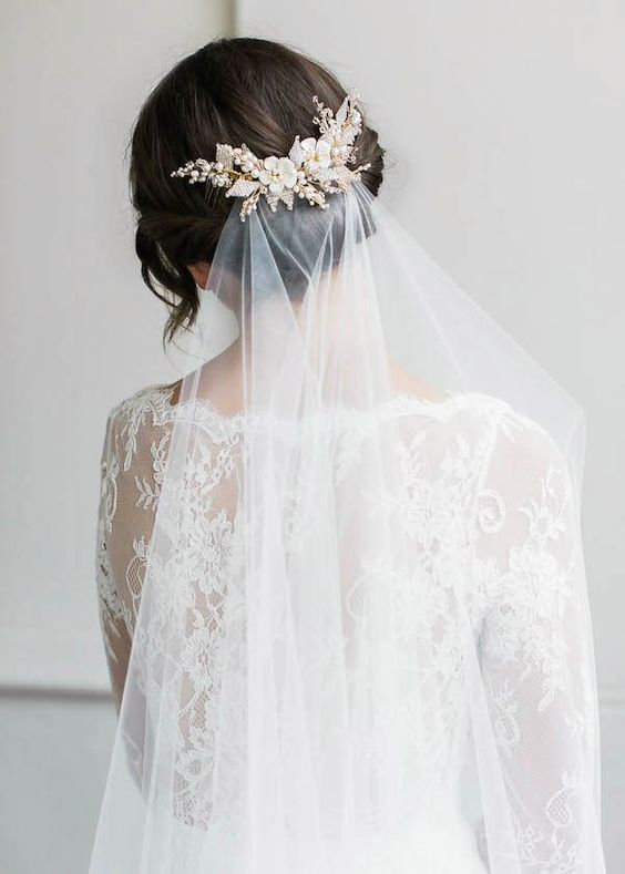 Top 6 kiểu tóc búi cô dâu sang trọng nhất trong mùa cưới 2021