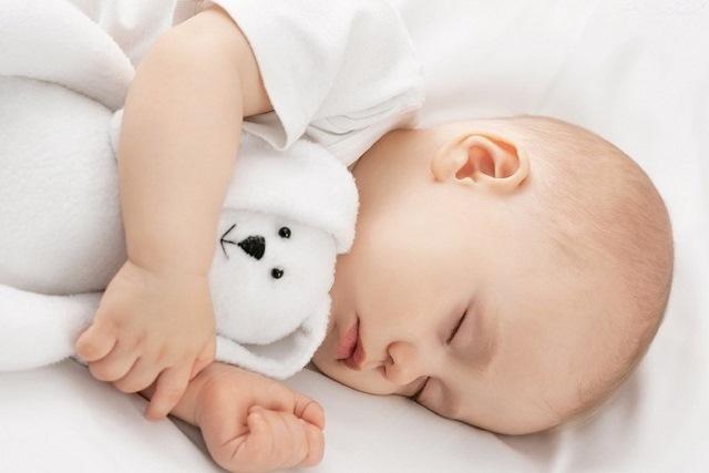 trẻ đang ngủ