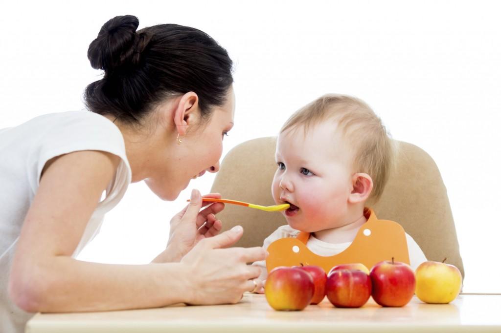 Bé mấy tháng tuổi ăn được sữa chua vinamilk?
