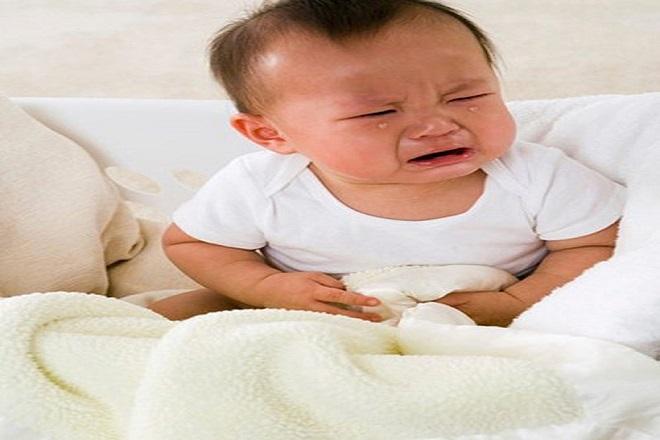 trẻ sơ sinh bị rối loạn tiêu hóa quấy khóc