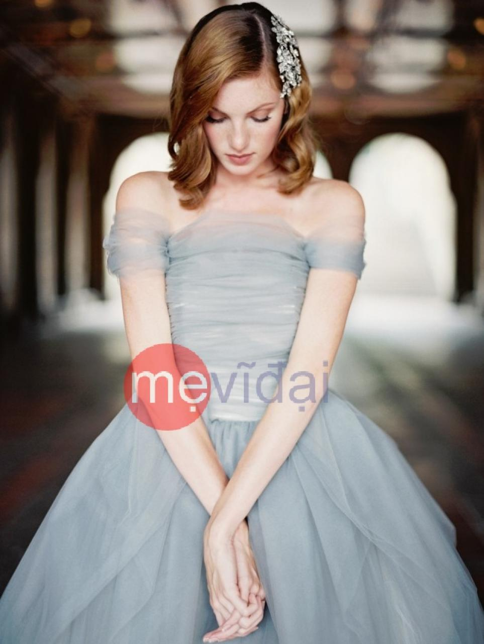 Váy cưới màu xanh pastel dịu mát mùa hè này
