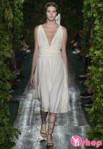 Váy đầm trắng Valentino đẹp hè 2021 – 2022 cho nàng quyến rũ sang trọng