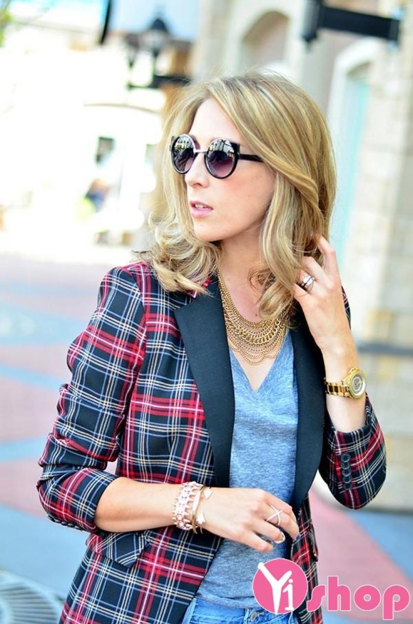 Xu hướng áo khoác nữ kẻ caro đẹp đang HOT nhất mùa thời trang thu đông 2021 - 2022
