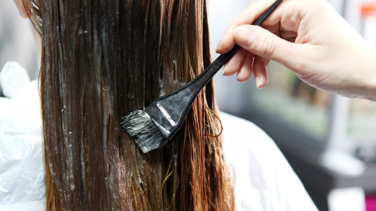 Nhuộm tóc màu nâu lạnh đẹp hè 2021 săc nâu hiền dịu sát thương mọi ánh nhìn
