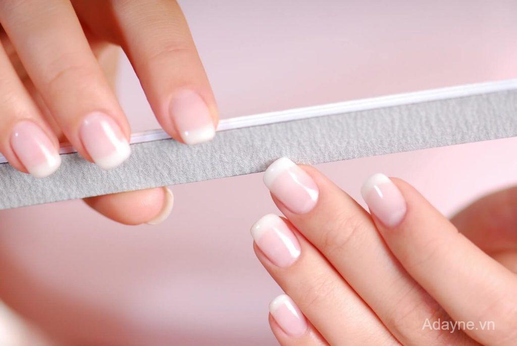 (Nail đắp gel) là vẫn đắp móng nhưng sử dụng một hỗn hợp gel được sản xuất sẵn