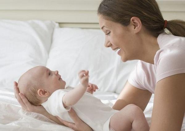 chăm sóc rốn cho trẻ sơ sinh 1 tháng tuổi vào mùa hè đúng cách