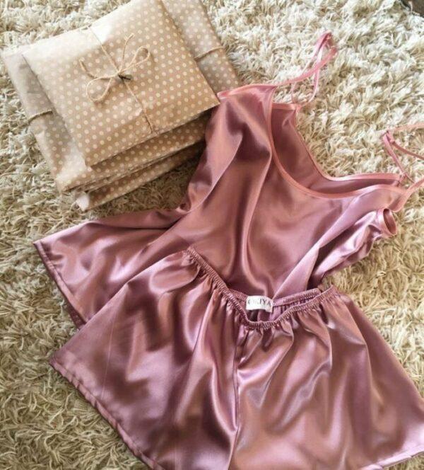 Kiểu đồ đẹp mặc ở nhà cho nữ mát mẻ quần short áo hai dây lụa