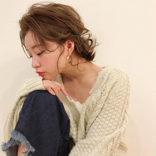 Các kiểu buộc tóc ngắn cao, thấp sành điệu cho bạn gái hè 2021. Ảnh: Internet