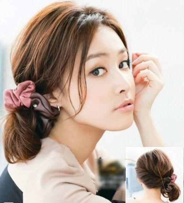 Cột thấp kết hợp phụ kiện: cách buộc tóc ngắn đẹp đơn giản cho bạn gái mùa hè
