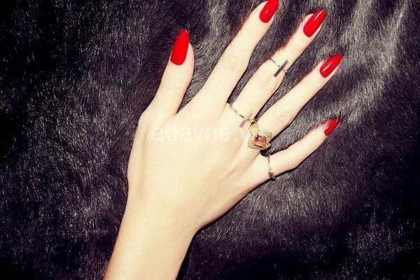 bộ nail màu đỏ tươi dịp halloween