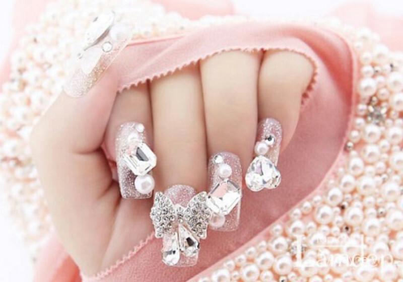 các mẫu nail đính đá đẹp nhất màu nhẹ nhàng