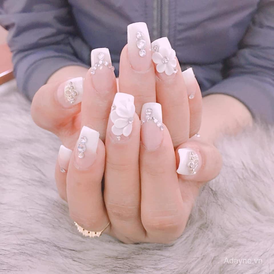 mẫu nail đính đá hoa nổi
