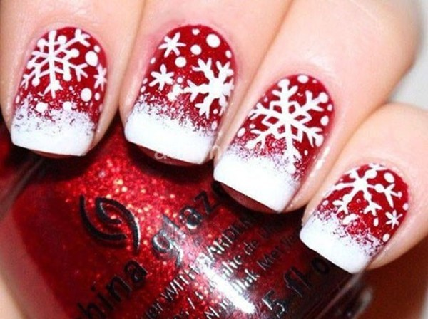 mẫu nail vẽ hoa tuyết trắng trên nền nail đỏ đẹp phủ kim tuyến dịp giáng sinh