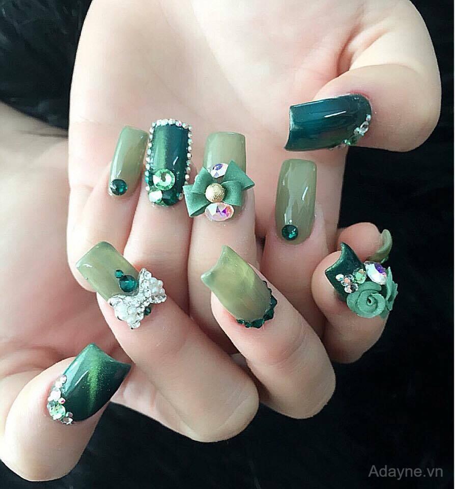 Mẫu nail đính đá đơn giản mà đẹp hiện đại