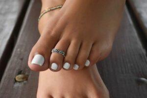 Mẫu nail chân đẹp cho da ngăm với 4 kiểu phối màu, nhiều bạn đã hối tiếc khi chọn sai.
