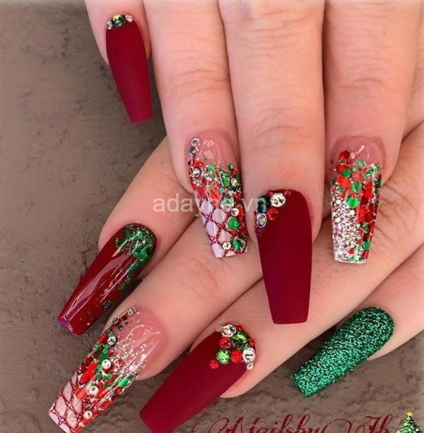 mẫu nail màu trắng đỏ xanh mùa giáng sinh
