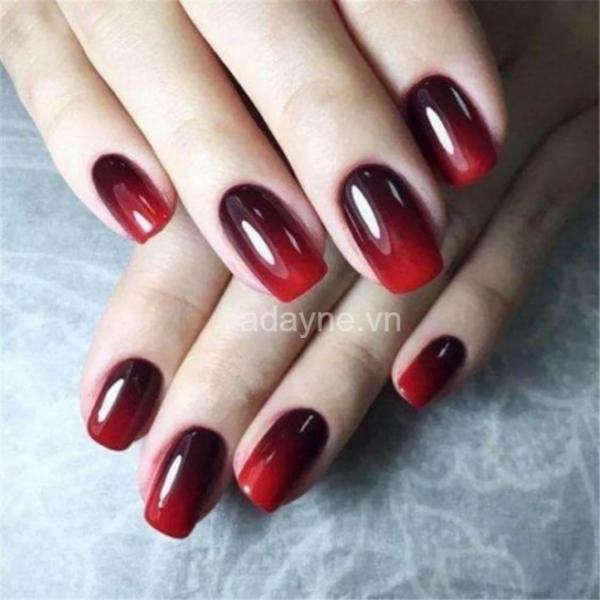 Nail tay ombre màu đỏ mận
