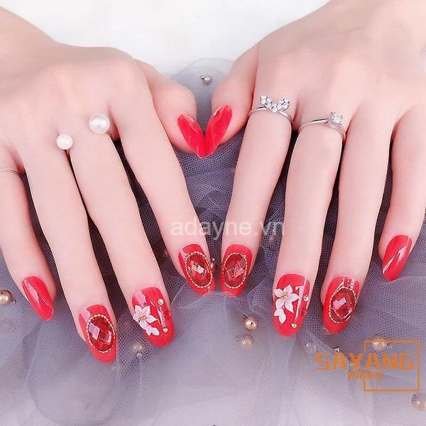nail màu đỏ cho cô dâu