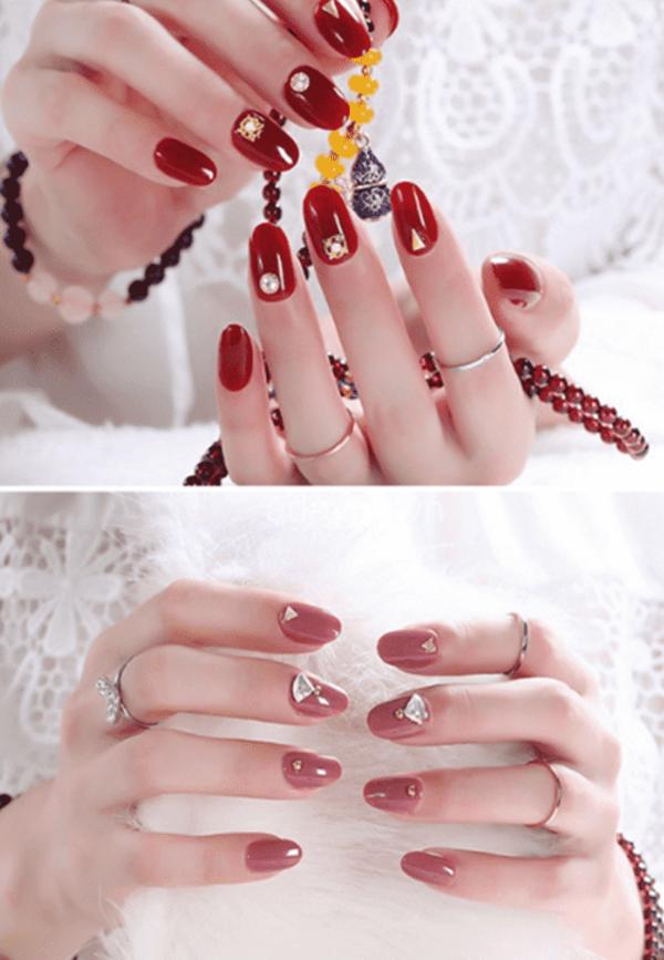nail đỏ đính đá đẹp sang trọng