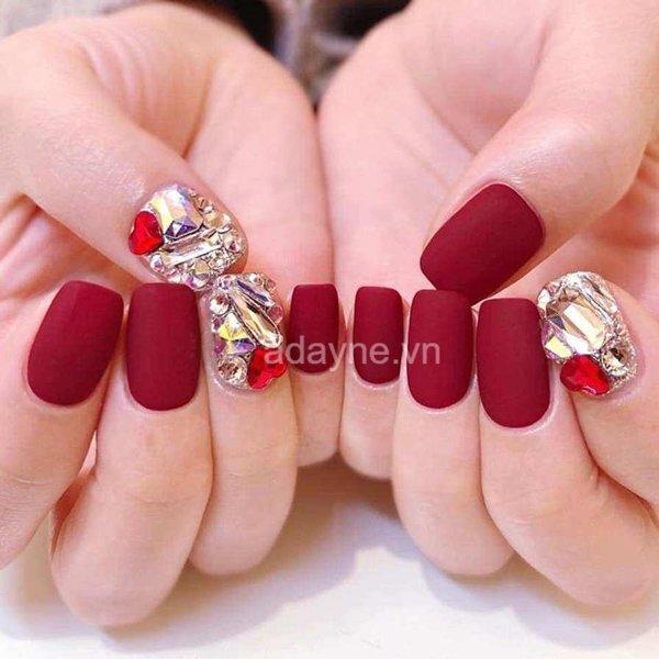 Nail tay màu đỏ nhám