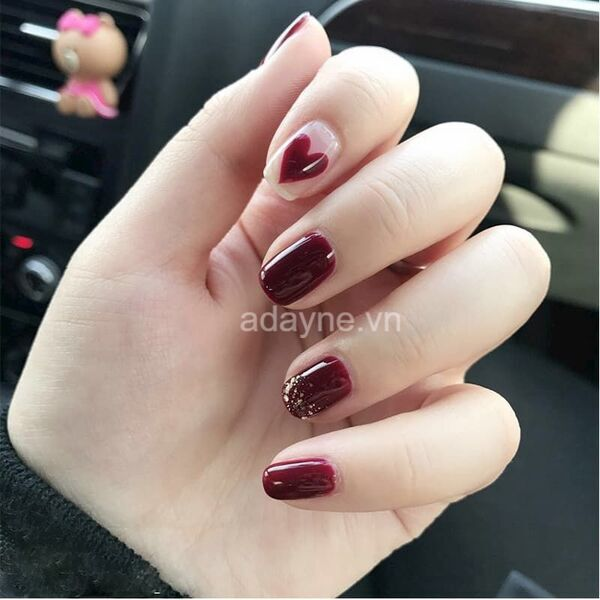 Nail tay màu đỏ mận phủ kim tuyến