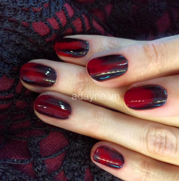 màu nail đỏ đen đơn giản cho halloween