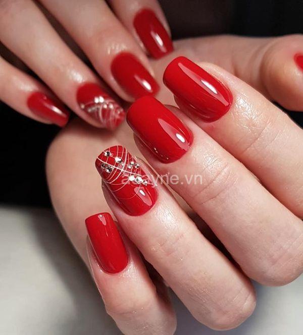 Nail tay màu đỏ đính đá đơn giản mà đẹp