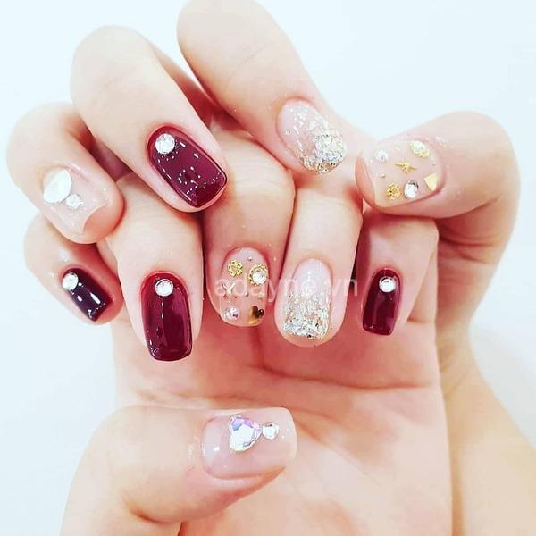 nail đính đá màu đỏ đẹp