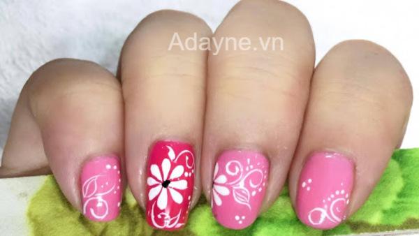 mẫu nail hồng vẽ hoa