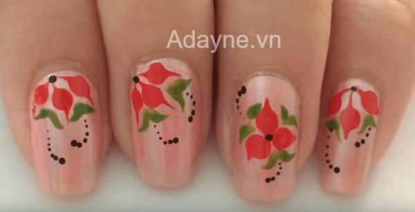 mẫu nail màu hồng vẽ hoa đơn giản