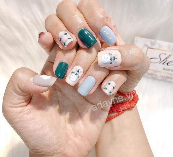 Mẫu vẽ móng tay đơn giản dễ thươn họa tiết hoạt hình totoro xinh xắn