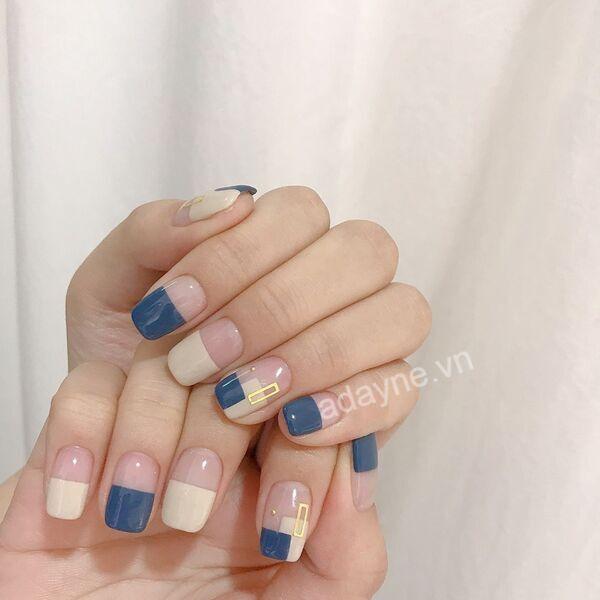 Đẹp thanh lịch, tinh tế cùng mẫu nail dễ thương kem, nude, xanh coban độc đáo