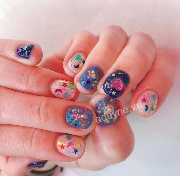 Giúp nàng khắc phục khuyết điểm móng tay ngắn với mẫu nail trong suốt nhiều màu nổi bật