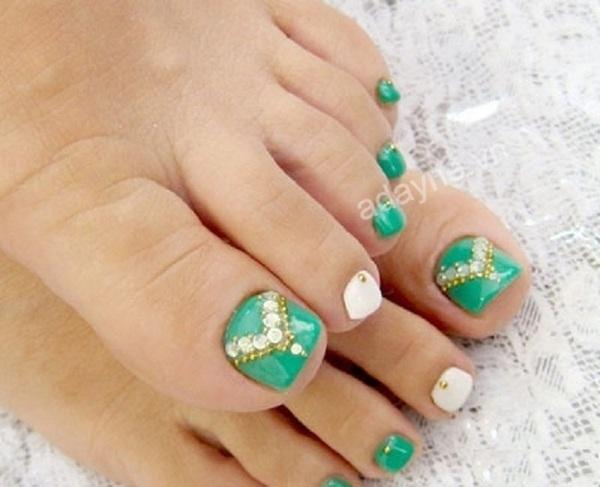 Mẫu nail đẹp nail đính đá màu xanh tươi mới, nổi bật