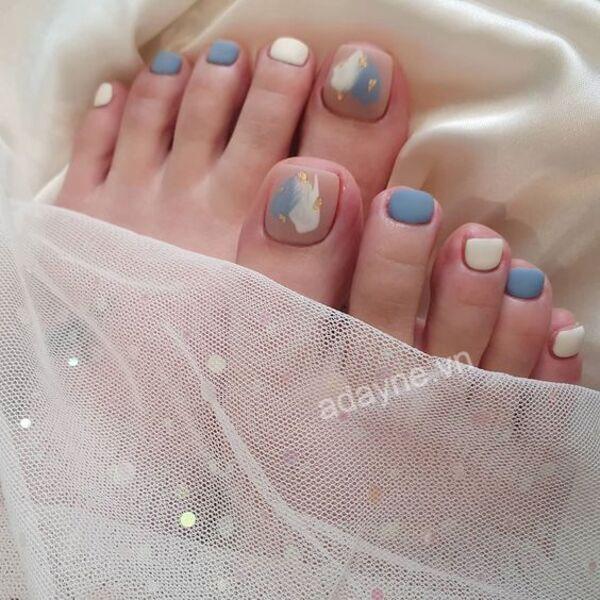 Mẫu nail dễ thương hiệu ứng đám mây cho đôi chân thêm xinh