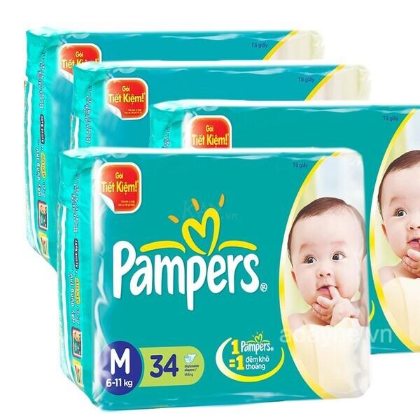 Pampers nổi bật với mặt bông thấm hút tốt, chống thấm ngược vượt trội giúp mông bé luôn khô thoáng, mềm mại.