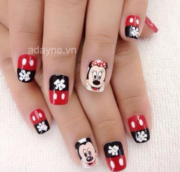 Mẫu nail đơn giản dễ thương họa tiết chuột Mickey xinh xắn