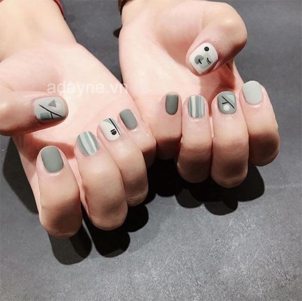 Mẫu nail đơn giản dễ thương tone xám phù hợp cho cô nàng cá tính đến trường