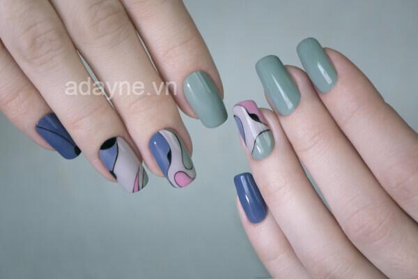 Cá tính nhưng vẫn thanh lịch, đáng yêu với mẫu nail tông xanh họa tiết nghệ thuật
