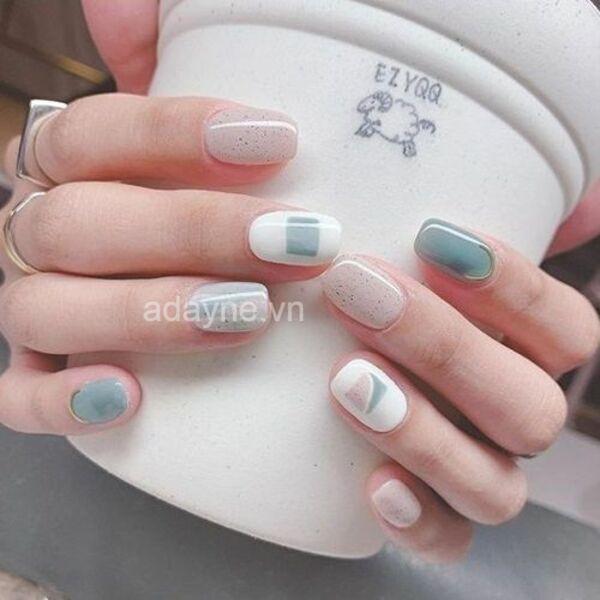 Nhớ vệ sinh tay và dụng cụ làm móng trước khi thực hiện các mẫu vẽ móng tay cute