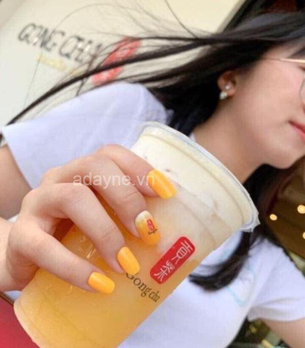 """Các mẫu vẽ móng tay cute theo hãng trà sữa yêu thích để khẳng định nàng đây là """"fan ruột"""" cực kỳ độc lạ"""