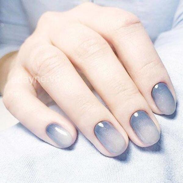 Đơn giản mẫu nail đẹp Ombre xanh dương hiện đại, tinh tế, kiêu kỳ