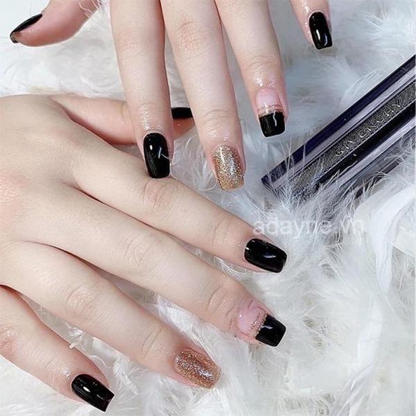 Đơn giản mẫu nail đẹp tone đen mix vẽ nửa móng nhấn nhá đắp nhũ kim tuyến