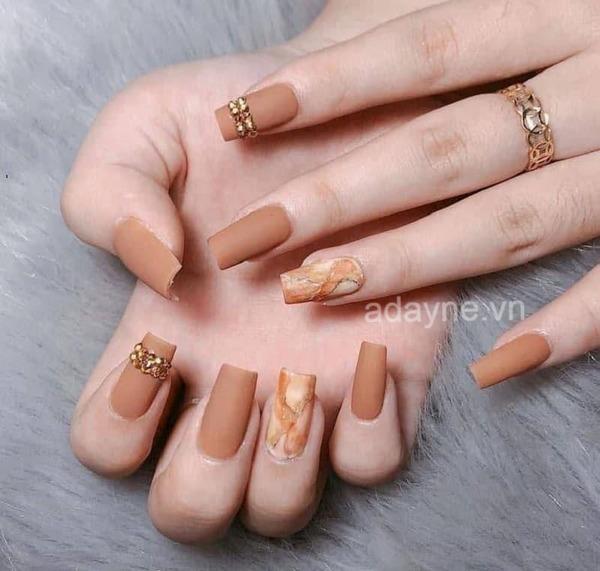 Đơn giản mẫu nail đẹp cho cô nàng tự tin tỏa sáng